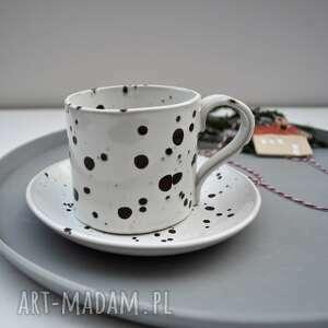 nakrapiana filiżanka ze spodkiem, ceramika, filiżanka, kubek, na kawę, prezent