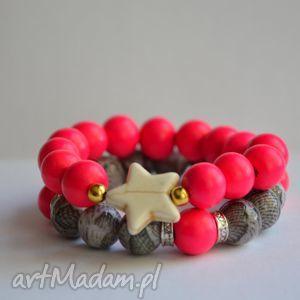 bracelet by sis gwiazda w neonowo różowych koralach, gwiazda, kamienie, neon