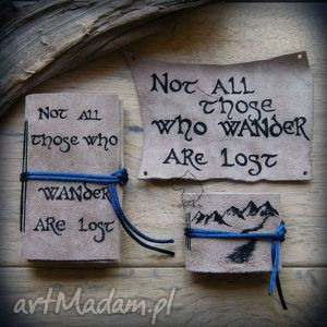 zestaw skórzany 2 notesy i naszywka not all those who wander are lost, tolkien
