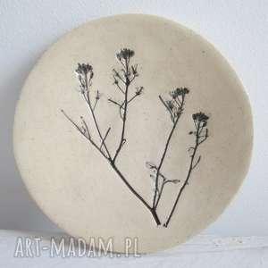 roślinny malutki talerzyk, ceramiczny, z roślinką, ceramika, podstawka