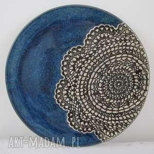 granatowa patera z koronką, koronkowa, ceramika, ceramiczna, dekoracyjna