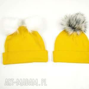 jesienna czapka z pomponem kolor musztardowy bukiet pasji - czapka
