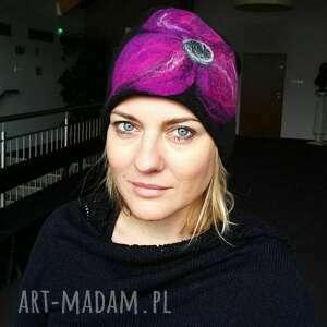 hand-made czapki czapka wełniana filcowana czarna zimowa handmade w kwiaty