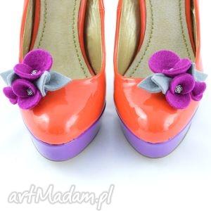 Klipsy do butów- filcowe przypinki- Fuksja z szarym, filc, kwiatki, przypinki, klipsy
