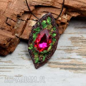 handmade wisiorki leśny wisiorek z rózowym kryształem