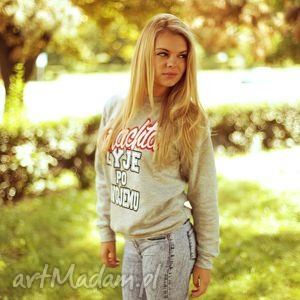 modna uniwersalna bluza bluzka sportowa, sportowa, fajny styl, do szkoly
