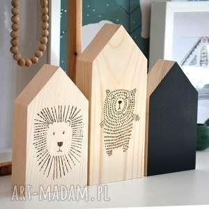3 domki z misiem, domki, domek, miś, lew, zwierzęta, drewniane