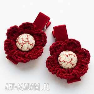 handmade pomysł na prezent pod choinkę spinki do włosów kwiatki szydełkowe