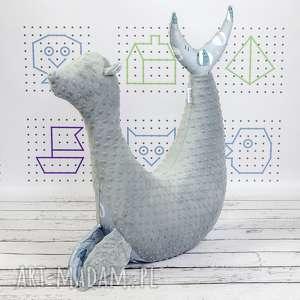 ręcznie zrobione dla dziecka foka rebeka wilki - poduszka do karmienia