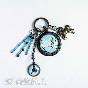 breloczek - błękitne niebo, czarny koń, breloczek, do kluczy, kwiaty, koń