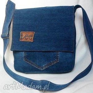 na ramię duża niebieska torba z jeansu, torba, jeans, recykling, praktyczna, wygodna