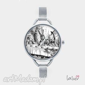 zegarek z grafiką herbatka kapelusznikiem, alicja, czary, książka, film, lewis