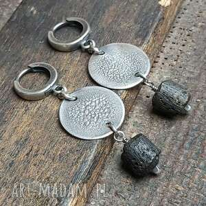 kolczyki srebrne z ciemnymi, surowymi bursztynami bałtyckimi