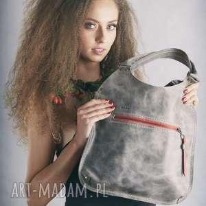 ręcznie zrobione mała, szara skórzana torebka wykonana przez polskich projektantów