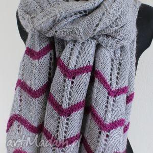 ażurowy szal robiony na drutach szary amarant - szal, ażurowy, ciepły