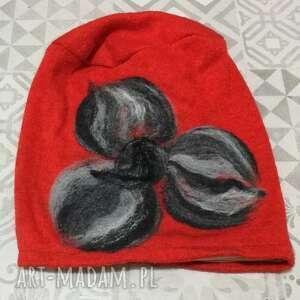 czapka handmade wełniana z kwiatem-czesanką filcowane czapki wełniane -czapka