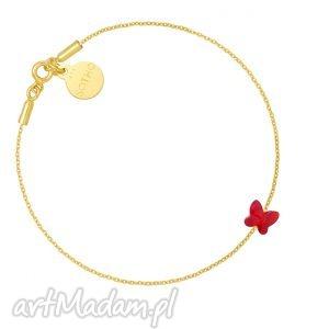 złota bransoletka zdobiona czerwonym motylkiem swarovski crystal, bransoletka