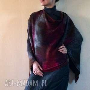 Prezent Eleganckie wełniane ponczo w odcieniach szarości, brązu i czerwonego wina