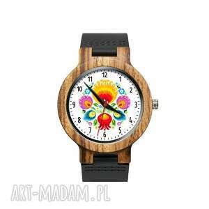 Drewniany zegarek na czarnym pasku z grafiką łowiczanka zegarki