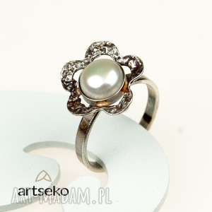 Prezent Perłowy kwiatuszek- pierścionek srebrny a567, pierścionek-srebrny