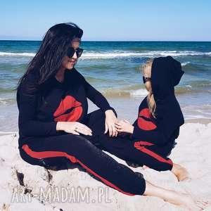KOMPLET DLA MAMY I CÓRKI, bluza z kapturem aplikacją ust, model 22, czarny czerwony