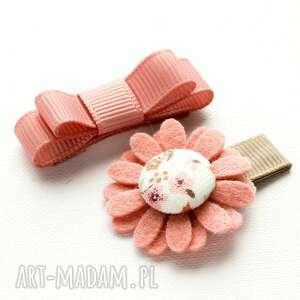 ręczne wykonanie dla dziecka spineczki do włosów kwiatek i kokardka