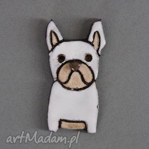 handmade prezent na święta mopsiak-broszka ceramiczna