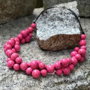 różowe korale drewniane, naszyjnik z drewnianych koralików