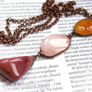 naszyjnik z długim wisiorem z minerałów różowo-pomarańczowy