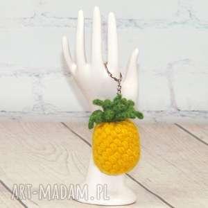 brelok żółty ananas, woc, breloczek, przywieszka, ananasy, prezent, śwęta