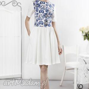 porcelanowa sukienka ecru, sukienka, porcalanowa, wzory, kwiaty, niebieska, pod