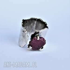 regulowany pierścień z naturalnym rubinem, surowy rubin, srebro, srebrny