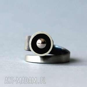 minimalistyczny srebrny pierścionek regulowany