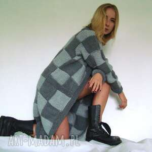 sweter w kwadraty szaro-szare, sweter, płaszcz, płaszczyk, krata