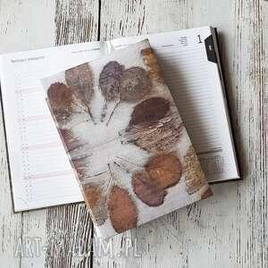 jedwabny kalendarz -w liście perukowca, kalendarz