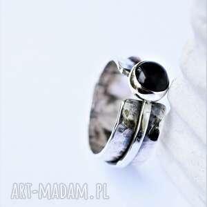 Podwójny pierścień z onyksem dziki krolik srebro oksydowane