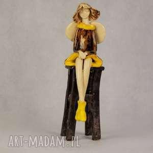 Anioł ceramiczny siedzący, anioł-ceramiczny, ręcznie-wykonany