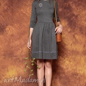 Sukienka z naszywką, sukienka, naszywka, dzianina, uniwersalna, szara, rozkloszowana