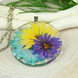 naszyjnik z prawdziwymi kwiatami zatopionymi w żywicy z333, biżuteria