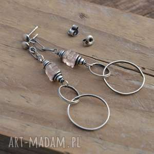 Kwarc różowy i koła. Kolczyki srebrne na sztyftach., srebro, kwarc, wiszące, koła