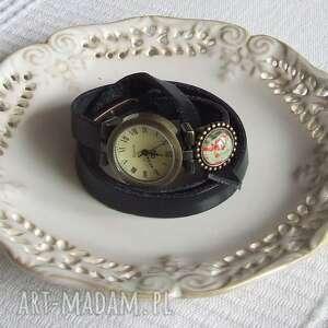 zegarki zegarek vintage z grafiką skórzany czarny, biżuteria