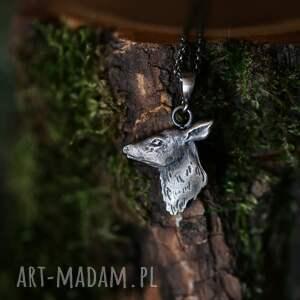 srebrny wisior z łanią, biżuteria ze zwierzętami