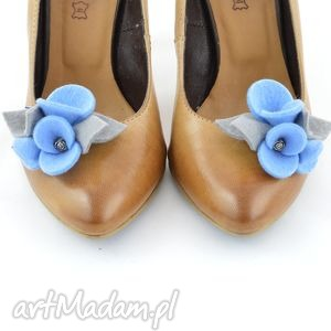 filcowe kwiatki do butów- klipsy, ozdoby- błękitne z szarym, filc, kwiatki, bratki