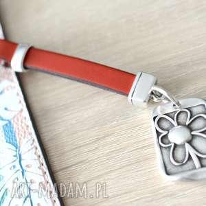 handmade breloki skórzany brelok do kluczy flower red