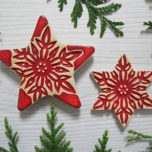 świąteczny prezent, magnesy gwiazdki czerwone, dekoracje świąteczne