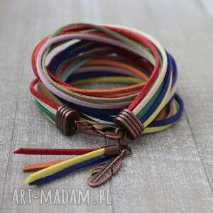 bransoletki bransoleta w stylu boho kolorowa podwójnie zawijana z chwostem piórkiem