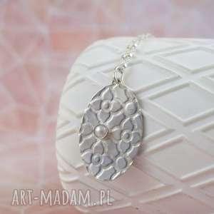 medalion z perłą, naszyjnik, medalion, romantyczny, owalny, perła, ornament