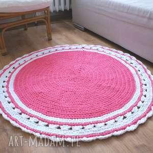 dziergany na szydełku okrągły dywanik diy różowo biały