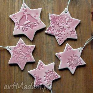 Różowe gwiazdki ceramika pracownia ako zawieszki, ceramiczne
