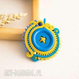 sutaszowa broszka z niebieskim guzikiem - sutasz, soutache, broszka, kolorowabroszka